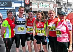 Fetch girls at the start of the Blaydon Race