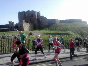 Running up Priory Hill on the North Tyneside 10k